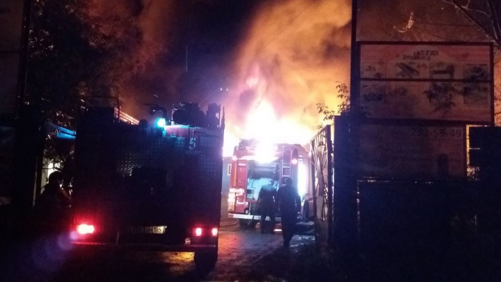 Крупный пожар в Мочище оставил без света два района Новосибирска