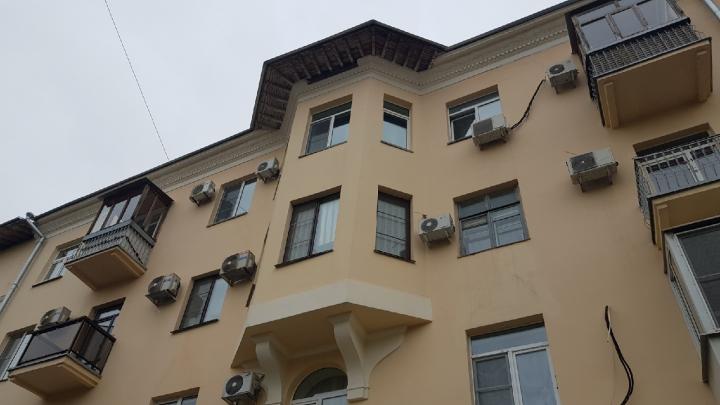 В центре Волгограда рушится первый отремонтированный по программе капремонта дом