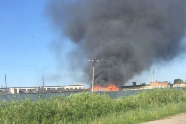 Пожар случился в промзоне колонии