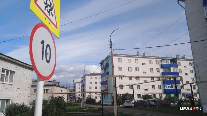 Соседи — о мальчике и женщине, умершей в запертой квартире: «Потеряли их еще в июле»