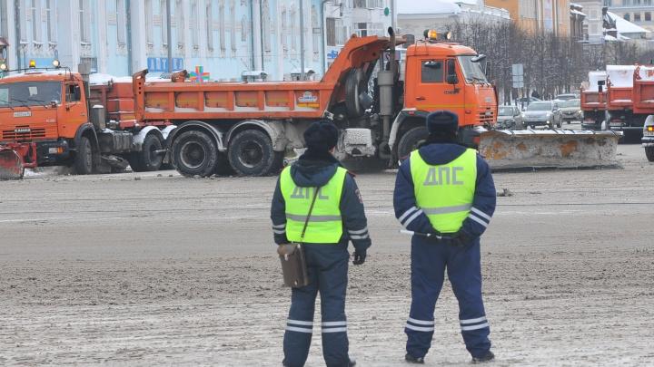 Вереницы уборщиков и сотни гаишников: Екатеринбург усиленно готовят к визиту Путина