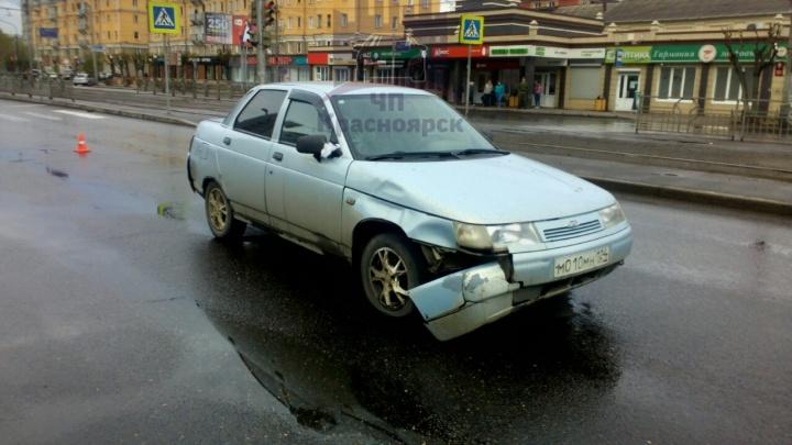 Пенсионерка бросилась перебегать дорогу и угодила под машину