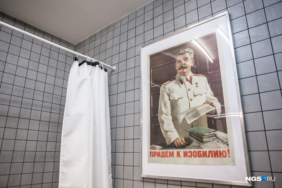 «Если отбросить все его минусы и жестокости, в культурном плане наследие Сталина — это целый пласт, без которого трудно представить нашу архитектуру и живопись, — рассуждает Сергей. — Если бы не было Сталина, у нас не было бы такого шикарного метро».