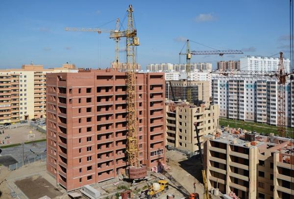 Молодежный: сентябрь 2011. 10-этажный дом достроен.