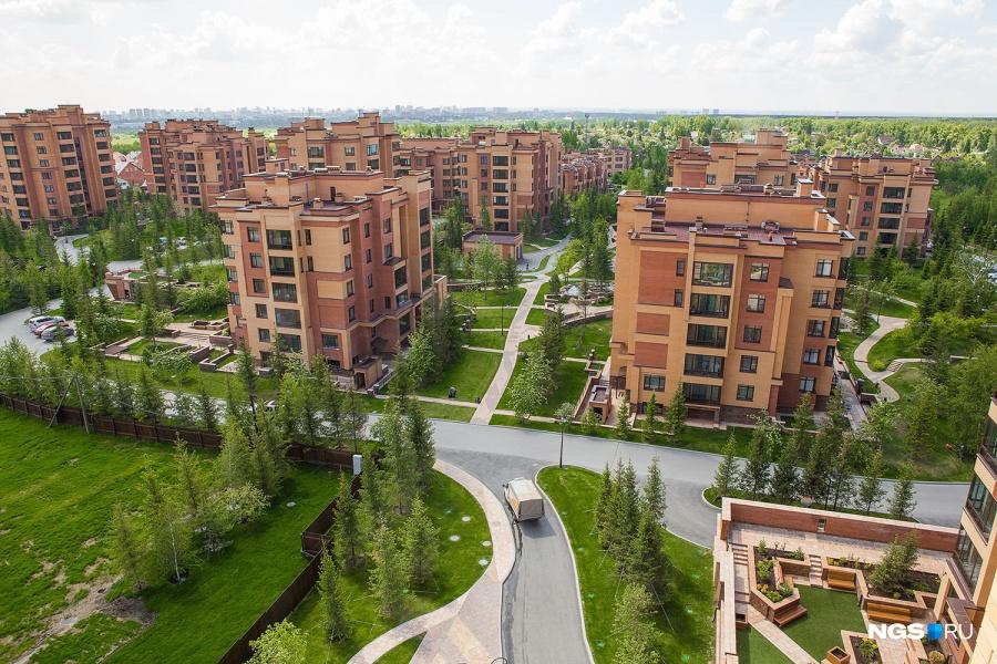 Красивый пейзаж за окном всегда радует глаз. Особенно приятно, когда пейзаж этот — не просто город, а территория твоего же жилого комплекса, как в «Кедровом». Но такими видами похвастаться пока могут только жители «Кедрового». Если же пейзаж за окном непрезентабельный, отметил Олег Харченко, цену могут снизить — даже в хорошем районе.