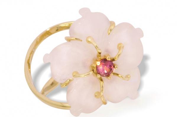 Кольцо «Фиалка»: лимонное золото, 585, розовый кварц, гранат. Нежное кольцо–«фиалка» навеет романтическое настроение. <br/><span>12 489 руб.</span>