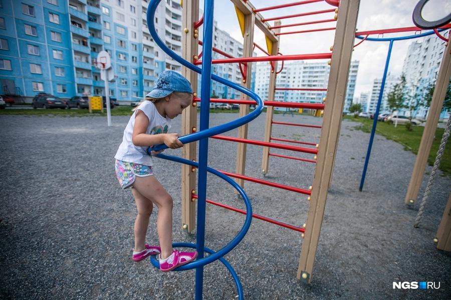 Кате больше всего на площадке «Чистой Слободы» понравилась вертикальная лестница.