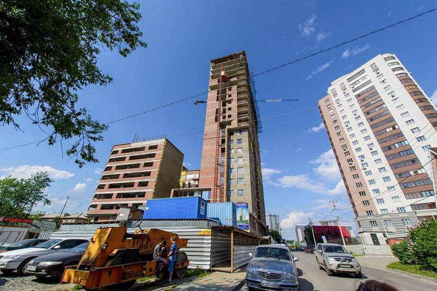 Застройщик «ВКД-Проект», уже участвовал в строительстве нескольких городских бизнес-центров — «Сити Центра», «Евразии», БЦ «Антарес». Генподрядчик «Сибмонтажспецстрой» на рынке работает уже более 10 лет. Им были построены известные дома и объекты общественного назначения такие как: ЖК «Форест», «Орленок», «Державинский квартал», Технопарк, три дома на улице Семьи Шамшиных рядом с ТЦ «Аура». Это только малая часть из сданных объектов.