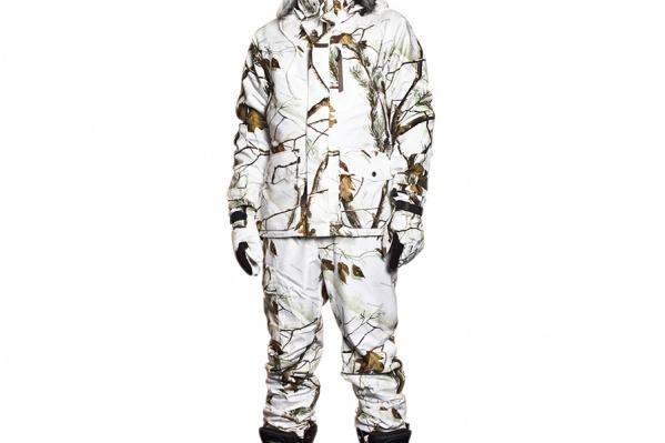 Зимний костюм Sasta Winter Camo для охоты. Состоит из верхней куртки на высококачественной мембране японского производства Sasta EXP, теплой флисовой куртки, которую можно носить отдельно, и утепленных брюк. В зависимости от погоды на улице вы можете менять составляющие. Мембрана защищает от дождя, снега, влаги и ветра, она паропроницаемая, а значит, «дышащая», в ней невозможно вспотеть. Расцветка камуфляжная Real Tree AP Snow.