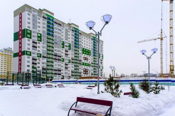"""Концерн «Сибирь» — это <a href=""""http://csib.ru/news/173"""" target=""""_blank"""">лидер по объемам ввода жилья в Новосибирске</a>*, обладающий высоким рейтингом надежности и 25-летним опытом работы. Сейчас в текущих проектах компании — четыре площадки: «Радуга Сибири», «Березовое», «Тулинское» и «На Фадеева». Обзор специалистов компании «<a href=""""http://novosibirsk.etagi.com/?utm_source=ngs&utm_medium=article&utm_content=sibir&utm_campaign=february"""" target=""""_blank"""">ЭТАЖИ</a>» начинается с жилого массива «На Фадеева»."""