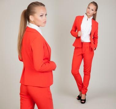 Красный брючный костюм женский