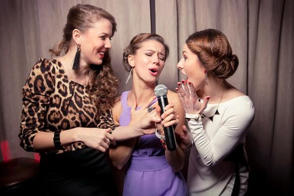 Красиво жить не запретишь! PEOPLE'S karaoke воплощает концепцию идеального свободного времени, которым гости распоряжаются со вкусом. В самой атмосфере обновленного заведения заложены особая динамика и, конечно, ирония.