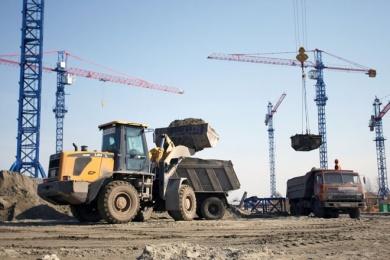 Устанавливаются башенные краны, работает до 40 единиц тяжелой техники