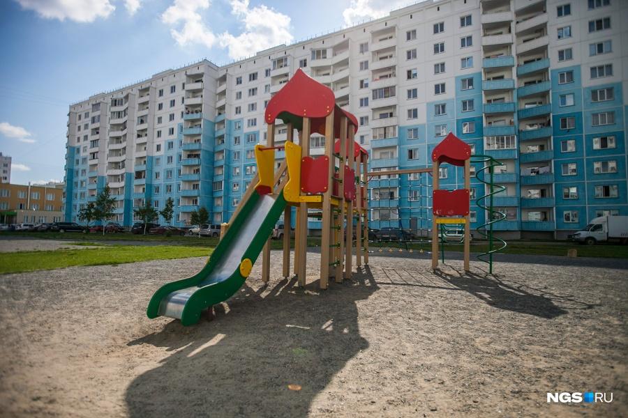 Дворы микрорайонов эконом-класса более приветливые: приходить играть сюда могут дети со всего района. В числе таких микрорайонов — «Чистая Слобода».