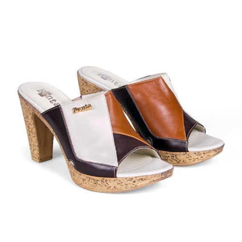 Пробковая подошва в обуви — это находка не современных дизайнеров, а древних греков. Не зря же говорят, что мода возвращается. <price>2999 руб.</price>