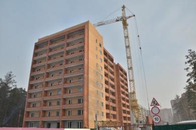 Первые две секции жилого дома на Сиреневой 31 достроены до 10-этажа