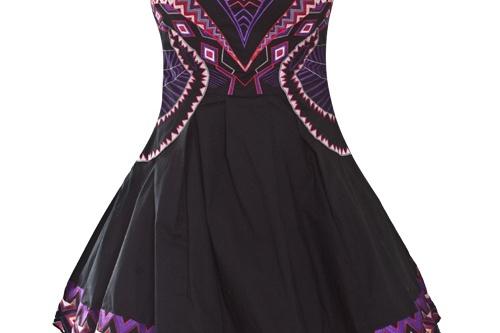 Короткое платье остается на пике популярности и в новом сезоне. Красивая модель украшена яркими узорами и стильной пышной юбкой. Подойдет как для вечернего праздника, так и для похода в ночной клуб. <price>4100 руб.</price>