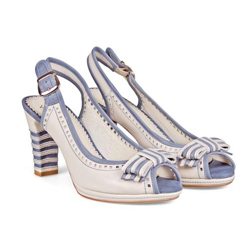 В душе каждой женщины в любом возрасте живет кокетливая девчонка, которой так под стать рюши, воланы — в одежде и милые бантики нежных цветов — на обуви. <price>3299 руб.</price>