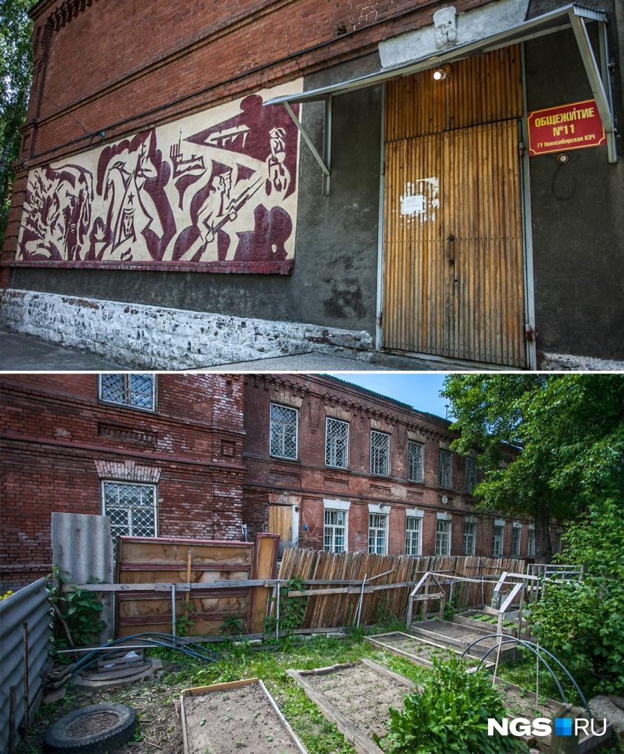 На территории двух батальонных казарм, признанных памятниками архитектуры, по-прежнему работают общежития, а под окнами у военных есть даже небольшой огород.