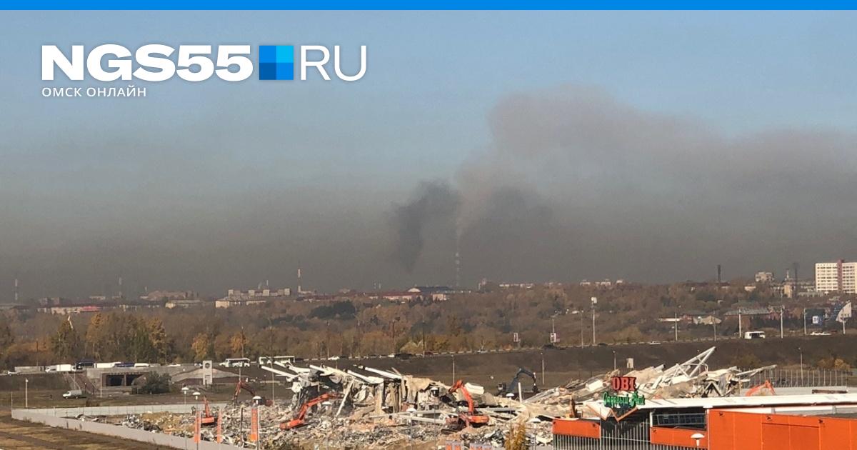 У вас воздух видно: подборка утренних снимков Омска, погружённого в смог